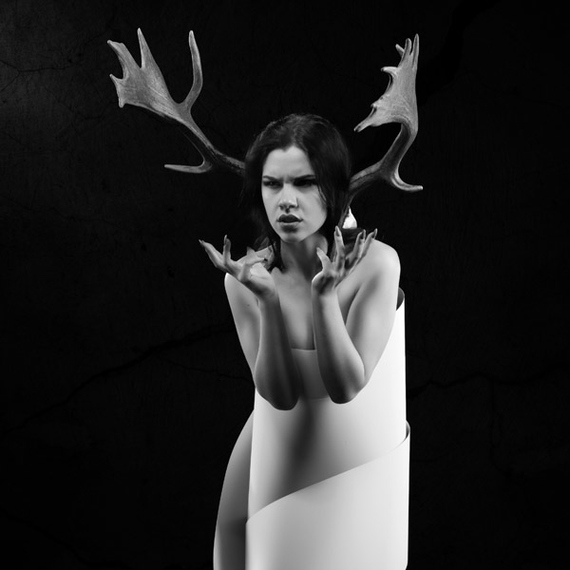 Diana - bogini lasu - studyjna fotografia portretowa