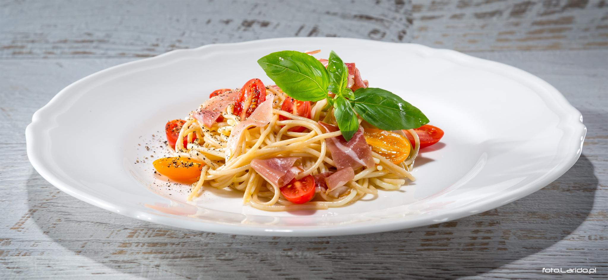 Spaghetti z szynką