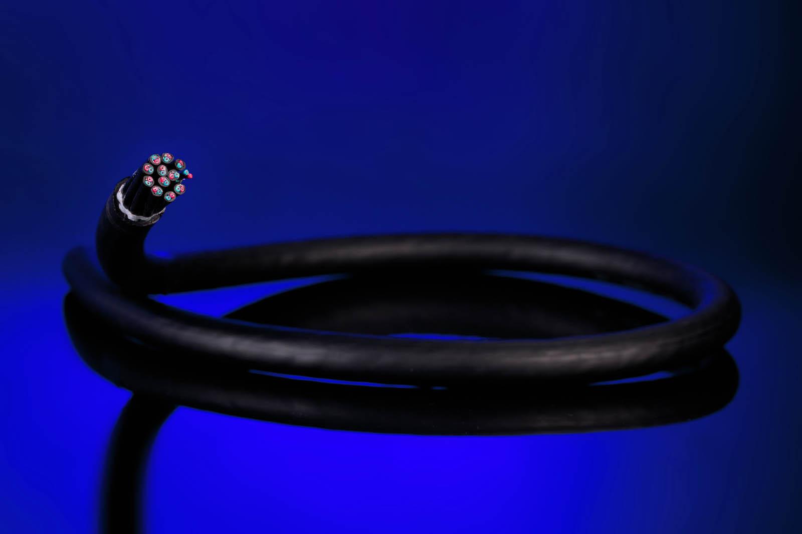 Fotografie kabli i wiązek elektrycznych